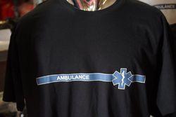 t-shirt ambulance blauwe streep
