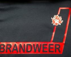 Schuin motief met brandweer en logo rood