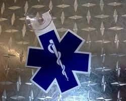 Kenteken ambulancier uitgesneden met één zuignap