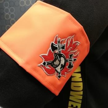 armband fluo met geborduurd logo brandweer